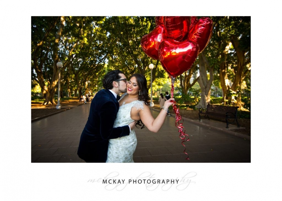Hyde Park red balloons wedding photo