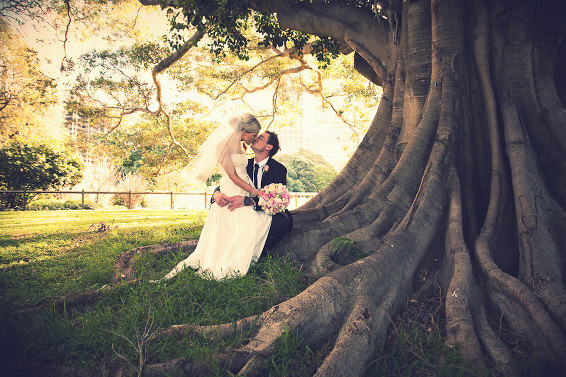 Bride and groom fig tree Botanic Gardens wedding