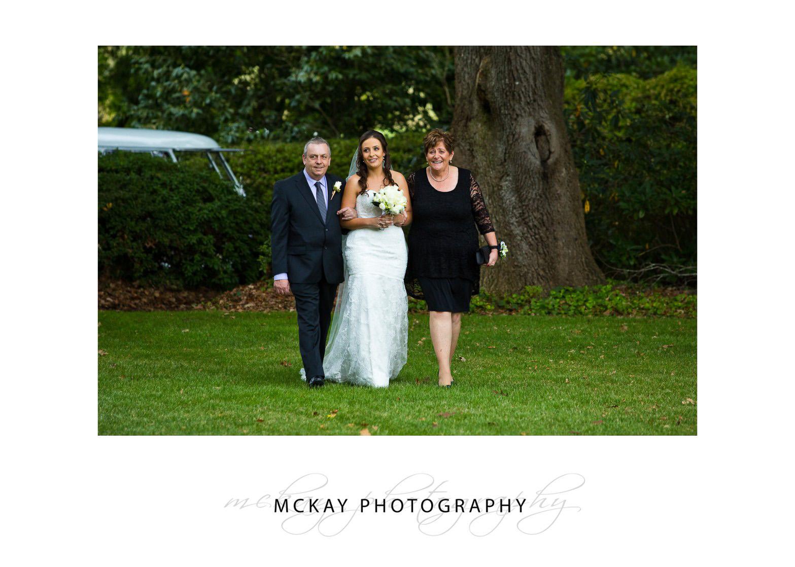 Bride arrives Bendooley Estate wedding