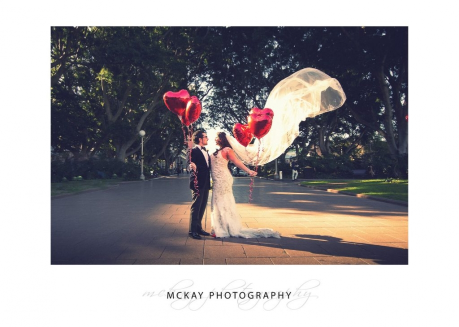 Nicole Luis wedding photo Hyde Park red love balloons